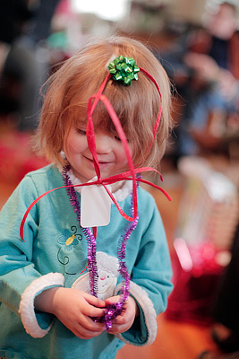 Child_paper_ribbons